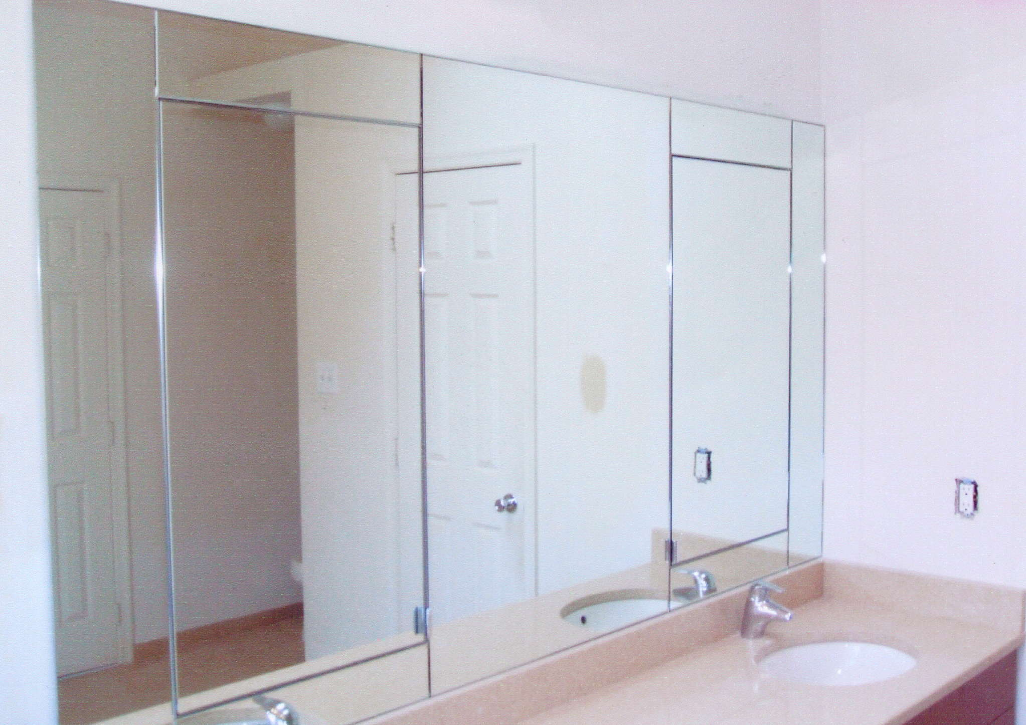 keep-your-wall-mirrors-squeaky-clean-with-these-basic-tips-rockville-md